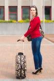 Kvinna och bagage arkivbilder