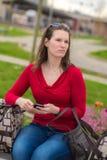 Kvinna och bagage fotografering för bildbyråer