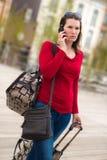 Kvinna och bagage arkivfoto