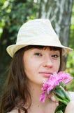 Kvinna och blommor Arkivfoto
