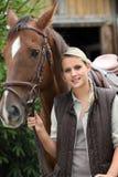 Kvinna och en häst Royaltyfri Bild