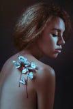 Kvinna och fjärilar royaltyfria foton
