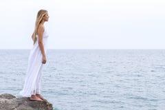 Kvinna och hav Royaltyfri Foto