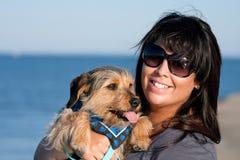 Kvinna och henne Borkie hund Royaltyfria Bilder