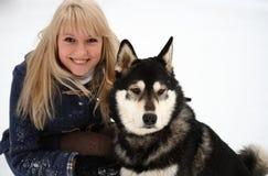 Kvinna och hund Arkivfoton