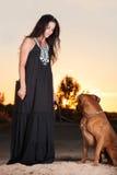 Kvinna och hund Arkivfoto