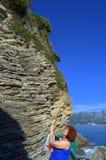 Kvinna- och jordningslager, Adriatiska havet kust Fotografering för Bildbyråer
