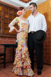 Kvinna och man under Feria de Abril på April Spain Arkivfoton