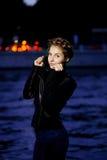 Kvinna- och nattstadsligthts Fotografering för Bildbyråer