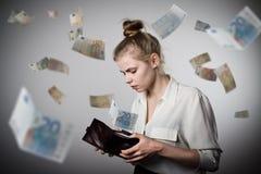 Kvinna och plånbok Euro Royaltyfria Bilder