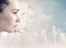 Kvinna och robotar - konstgjord intelligens arkivbilder