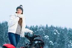 Kvinna och snowmobile Royaltyfria Bilder