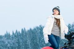 Kvinna och snowmobile Royaltyfri Fotografi