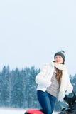 Kvinna och snowmobile Arkivbild