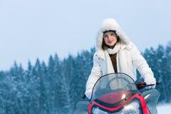 Kvinna och snowmobile Royaltyfri Bild