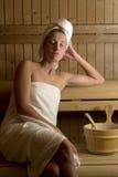 Kvinna på brunnsorten Royaltyfria Bilder