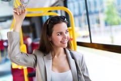 Kvinna på bussen Royaltyfria Foton
