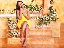 Kvinna på den lyxiga brunnsorten. Royaltyfria Bilder
