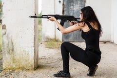 Kvinna på en slagfält Arkivbilder