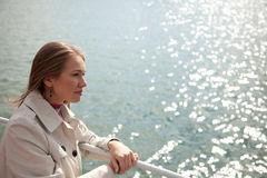 Kvinna på floden Royaltyfria Foton