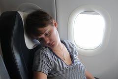 Kvinna på flygplan Fotografering för Bildbyråer