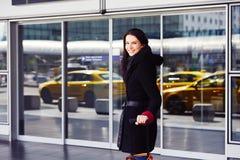 Kvinna på flygplatsen Royaltyfri Fotografi