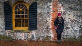 Kvinna på inbördeskrigfortet royaltyfria bilder