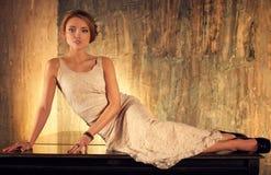 Kvinna på piano Royaltyfri Bild