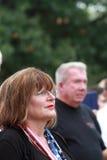 Kvinna på räddningen som vårt kors samlar, Knoxville, Iowa Royaltyfri Fotografi