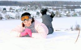 Kvinna på snowboard Arkivbild