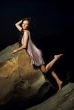 Kvinna på stora stenar Fotografering för Bildbyråer