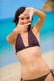 Kvinna på strand fotografering för bildbyråer