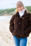 Kvinna på strand Royaltyfri Fotografi