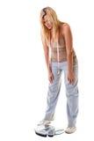 Kvinna plus formatet med skalan, viktkontroll Arkivbilder