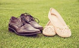 Kvinna` s och skor för bröllop för man` s, retro filter Fotografering för Bildbyråer