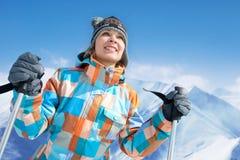 Kvinna - skier Arkivbilder