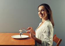 Kvinna som är klar att äta Royaltyfri Foto