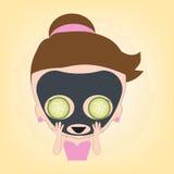 Kvinna som är lycklig med ansiktsbehandlingsvartmaskeringen med gurkan på framsidan för den sunda brunnsorten, illustrationvektor Royaltyfri Bild