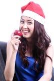 Kvinna som äter äpplet Arkivfoto