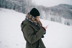 Kvinna som använder den mobila smartphonen royaltyfria foton