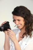 Kvinna som använder en camcorder Royaltyfria Bilder