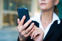 Kvinna som använder henne smartphone royaltyfri bild