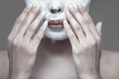 Ansiktsbehandlingen maskerar fotografering för bildbyråer
