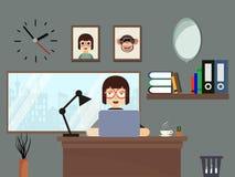 Kvinna som arbetar på hemmet Arkivfoto