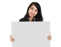 Kvinna som bär blankt papper Fotografering för Bildbyråer