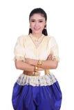 Kvinna som bär den typiska thai klänningen Arkivbilder