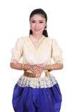 Kvinna som bär den typiska thai klänningen Arkivfoto