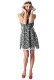 Kvinna som bär Straw Hat och Mini Dress arkivbilder
