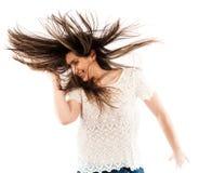 Kvinna som bläddrar hennes hår Arkivfoton