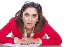 Kvinna som borras på arbete Arkivfoton